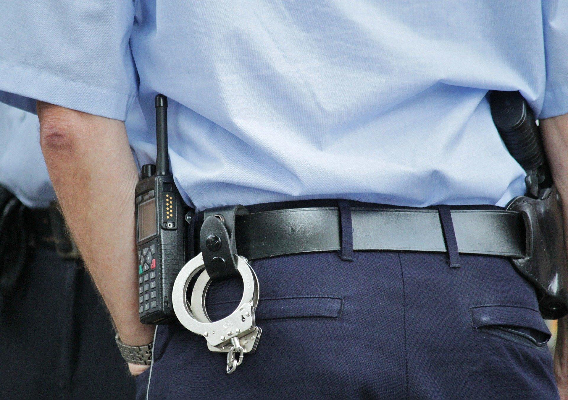 Widerstand geleistet und Polizeibeamte mit Blut bespuckt
