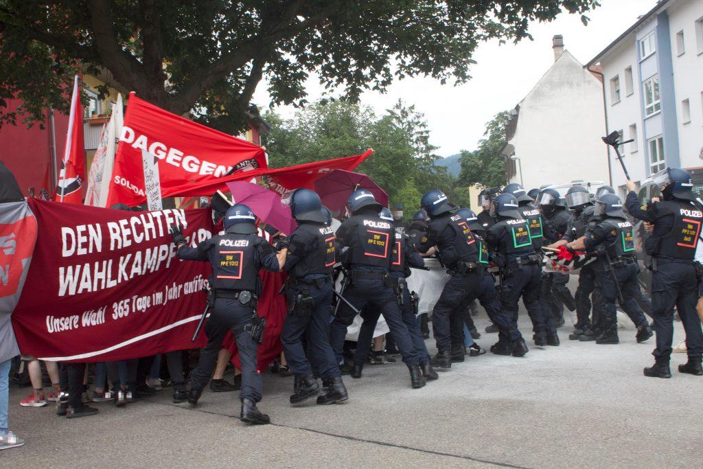 Antifa Demo in Freiburg am 24.07: 11 verletzte Polizisten